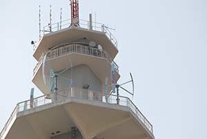 Torre di Pero con turbine eoliche